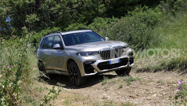 BMW X7 prova su strada del SUV ammiraglia da 94.900 euro - Foto 19 di 25