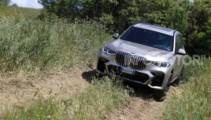 BMW X7 prova su strada del SUV ammiraglia da 94.900 euro - Foto 8 di 25
