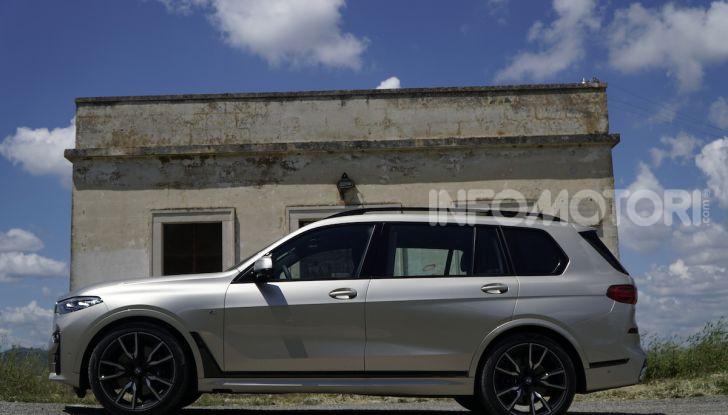 BMW X7 prova su strada del SUV ammiraglia da 94.900 euro - Foto 7 di 25