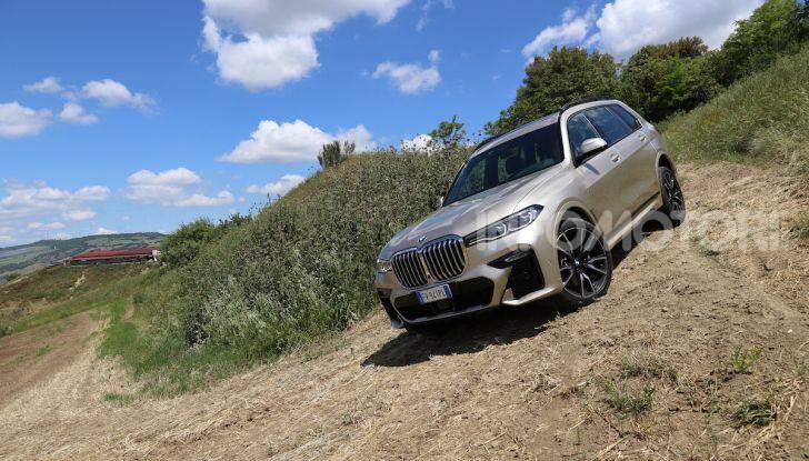 BMW X7 prova su strada del SUV ammiraglia da 94.900 euro - Foto 20 di 25
