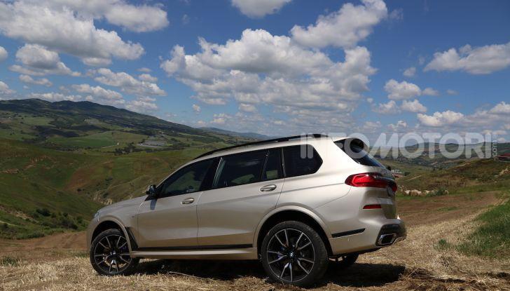 BMW X7 prova su strada del SUV ammiraglia da 94.900 euro - Foto 21 di 25