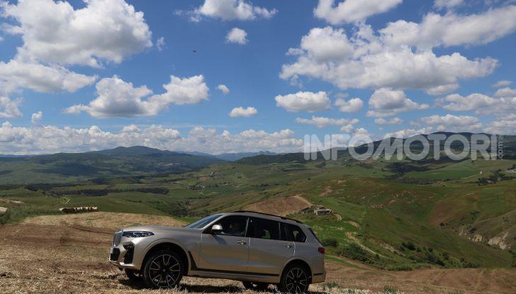 BMW X7 prova su strada del SUV ammiraglia da 94.900 euro - Foto 22 di 25
