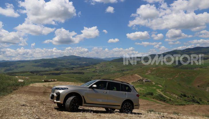 BMW X7 prova su strada del SUV ammiraglia da 94.900 euro - Foto 24 di 25