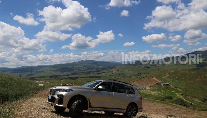 BMW X7 prova su strada del SUV ammiraglia da 94.900 euro - Foto 10 di 25