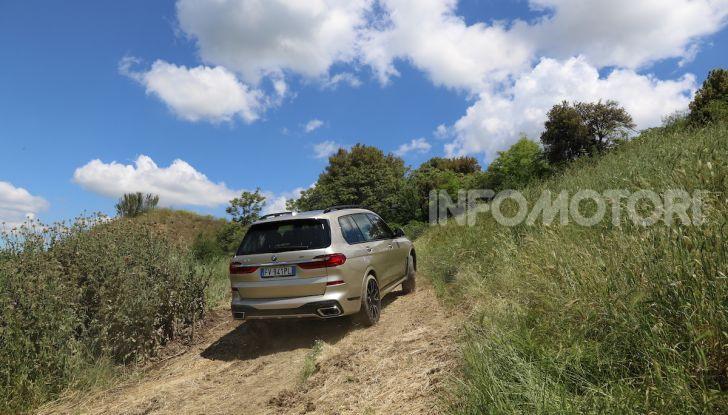 BMW X7 prova su strada del SUV ammiraglia da 94.900 euro - Foto 14 di 25