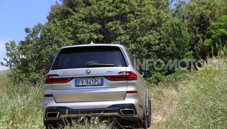 BMW X7 prova su strada del SUV ammiraglia da 94.900 euro - Foto 6 di 25