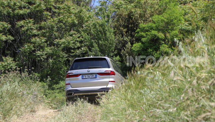 BMW X7 prova su strada del SUV ammiraglia da 94.900 euro - Foto 17 di 25
