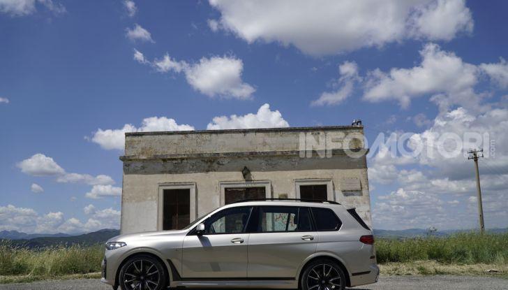 BMW X7 prova su strada del SUV ammiraglia da 94.900 euro - Foto 23 di 25