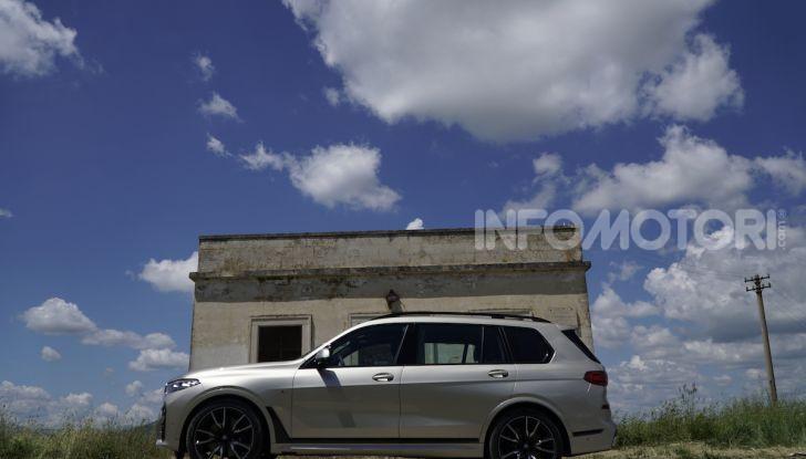 BMW X7 prova su strada del SUV ammiraglia da 94.900 euro - Foto 11 di 25