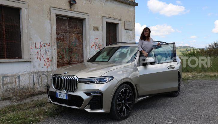 BMW X7 prova su strada del SUV ammiraglia da 94.900 euro - Foto 3 di 25