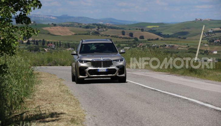 BMW X7 prova su strada del SUV ammiraglia da 94.900 euro - Foto 4 di 25