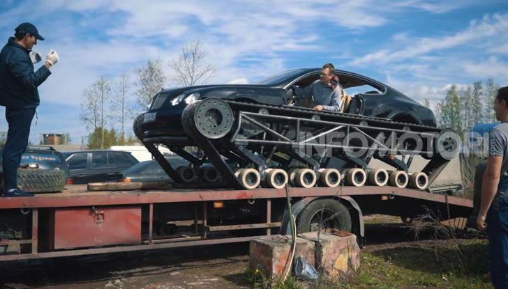 Tuning dalla Russia: ecco la Bentley con il cingolato per andare ovunque - Foto 26 di 32
