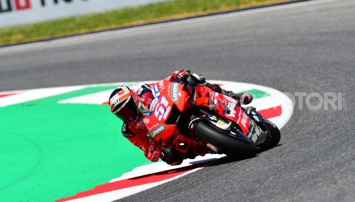 MotoGP 2019 GP d'Italia: Marquez firma il nuovo record del Mugello, Dovizioso solo nono e Rossi 18esimo - Foto 32 di 64