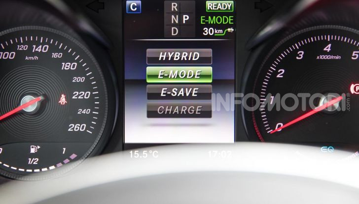 Mercedes-Benz GLC 350e: un passo in avanti verso l'elettrificazione - Foto 28 di 33