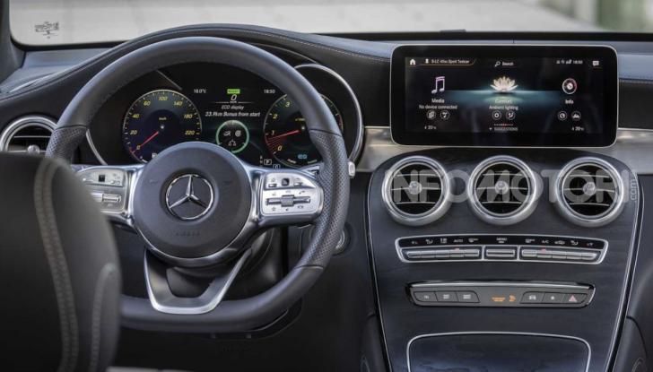 Mercedes GLC 2019: nuovi motori e più tecnologia per il SUV tedesco - Foto 4 di 6