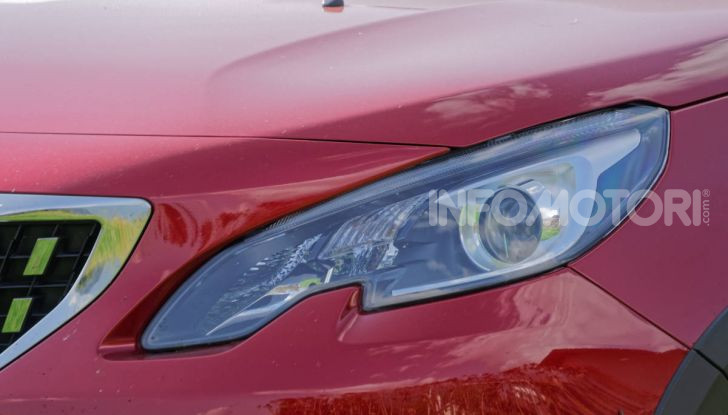 Prova video Peugeot 2008 BlueHDi 120 EAT6, l'abbinata che mancava! - Foto 4 di 48