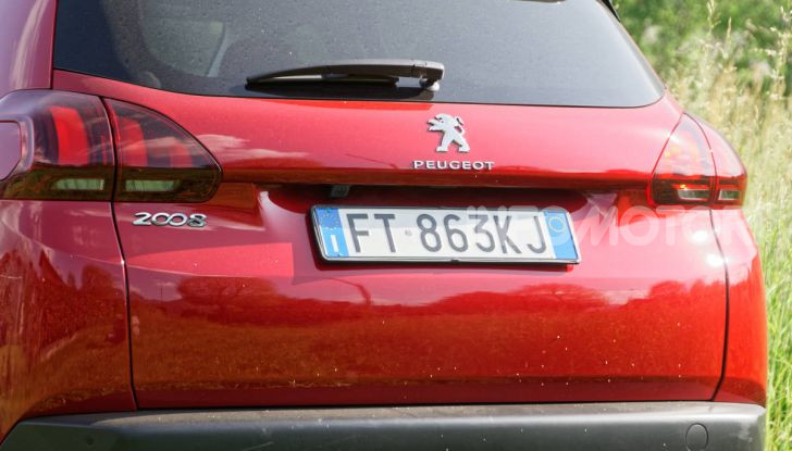 Prova video Peugeot 2008 BlueHDi 120 EAT6, l'abbinata che mancava! - Foto 8 di 48