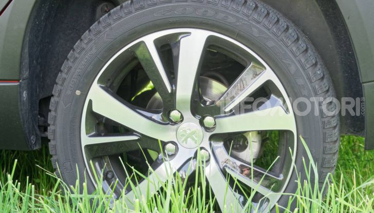 Prova video Peugeot 2008 BlueHDi 120 EAT6, l'abbinata che mancava! - Foto 14 di 48