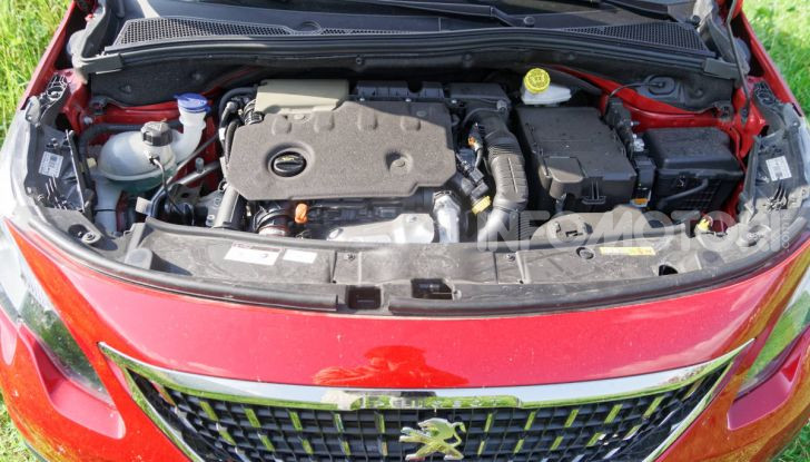 Prova video Peugeot 2008 BlueHDi 120 EAT6, l'abbinata che mancava! - Foto 16 di 48