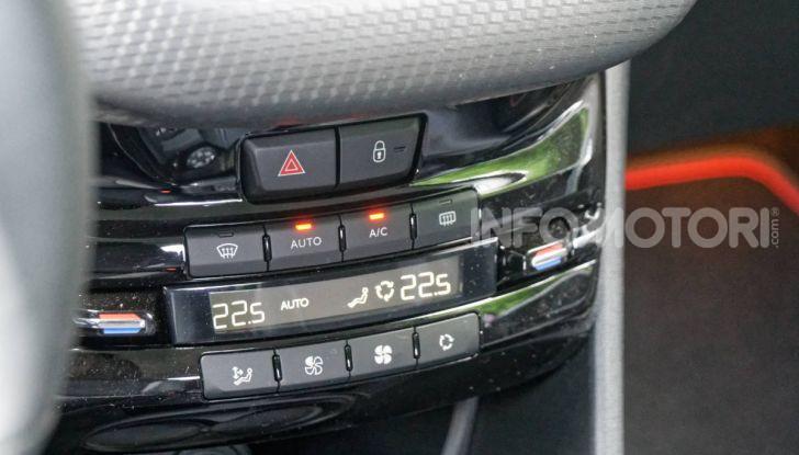 Prova video Peugeot 2008 BlueHDi 120 EAT6, l'abbinata che mancava! - Foto 28 di 48