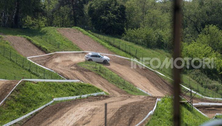 Tutti i segreti per guidare una Porsche in fuoristrada - Foto 16 di 22