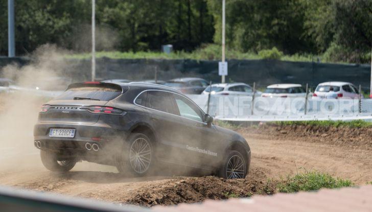 Tutti i segreti per guidare una Porsche in fuoristrada - Foto 10 di 22