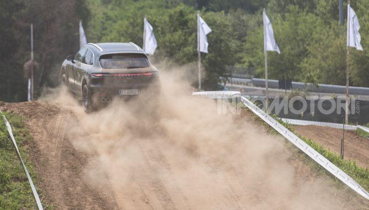 Tutti i segreti per guidare una Porsche in fuoristrada - Foto 6 di 22