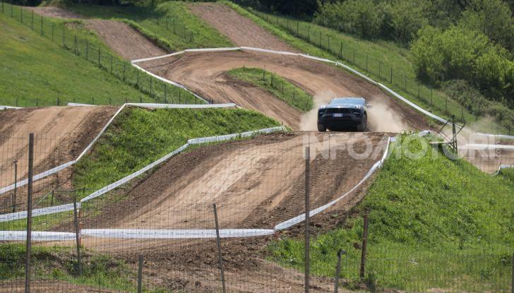 Tutti i segreti per guidare una Porsche in fuoristrada - Foto 17 di 22