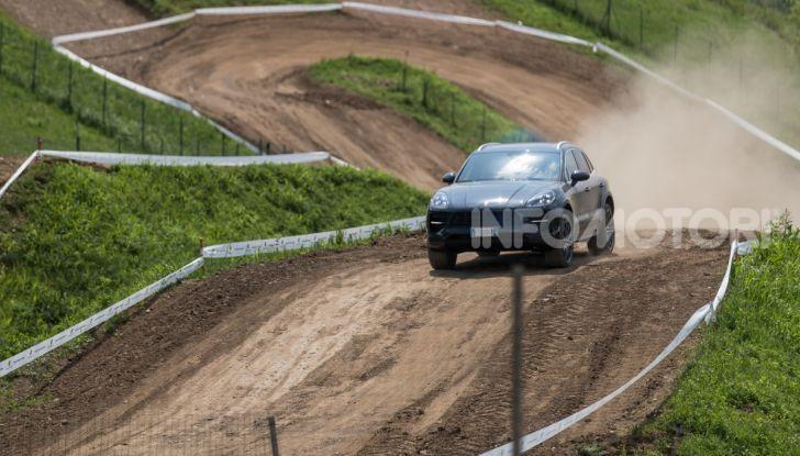 Tutti i segreti per guidare una Porsche in fuoristrada - Foto 1 di 22