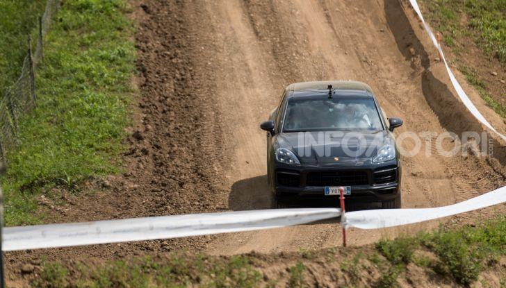 Tutti i segreti per guidare una Porsche in fuoristrada - Foto 5 di 22