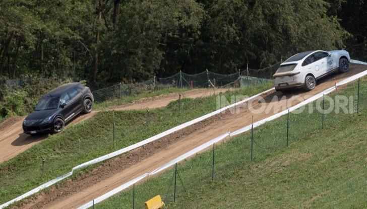 Tutti i segreti per guidare una Porsche in fuoristrada - Foto 11 di 22