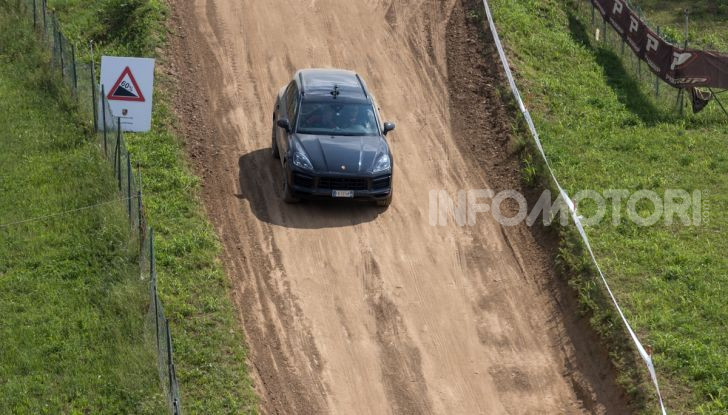 Tutti i segreti per guidare una Porsche in fuoristrada - Foto 13 di 22