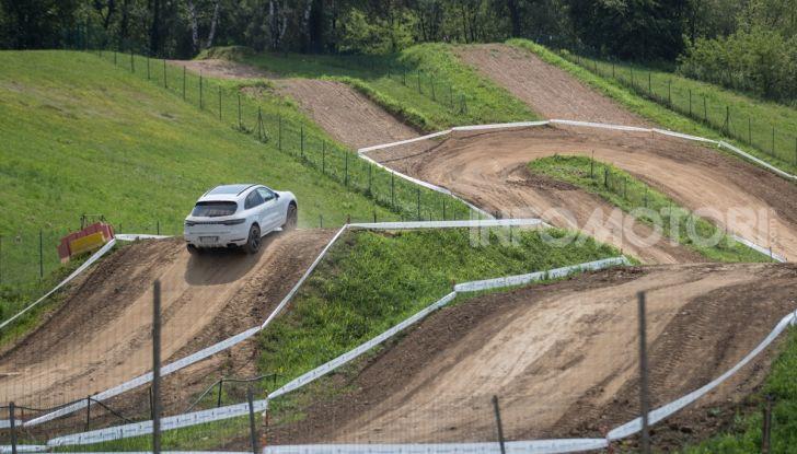 Tutti i segreti per guidare una Porsche in fuoristrada - Foto 7 di 22