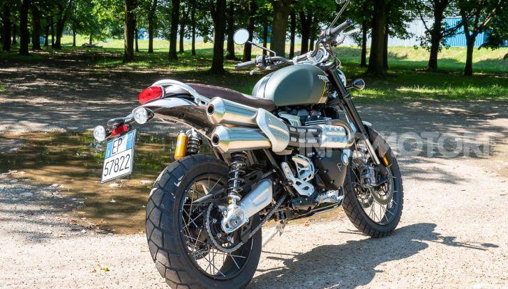 Prova Triumph Scrambler 1200 XC: modern classic dallo stile inconfondibile - Foto 4 di 48