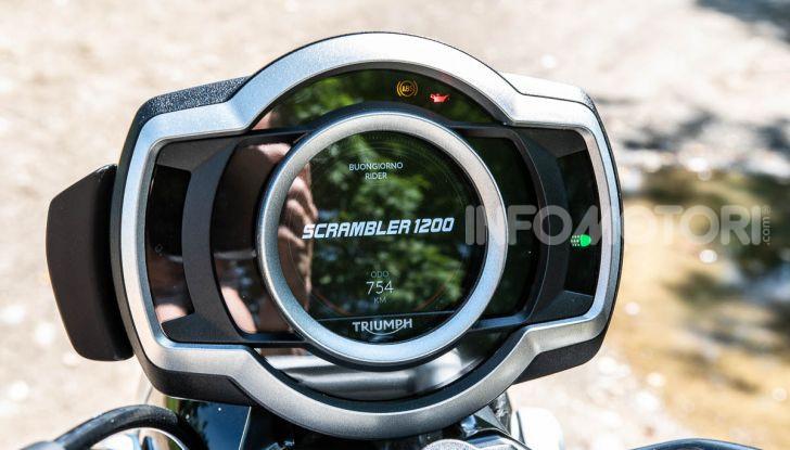 Prova Triumph Scrambler 1200 XC: modern classic dallo stile inconfondibile - Foto 13 di 48