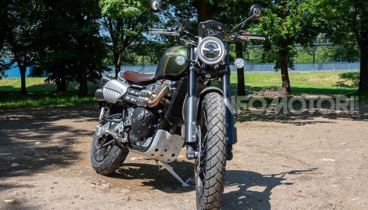 Prova Triumph Scrambler 1200 XC: modern classic dallo stile inconfondibile - Foto 14 di 48