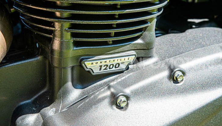 Prova Triumph Scrambler 1200 XC: modern classic dallo stile inconfondibile - Foto 23 di 48