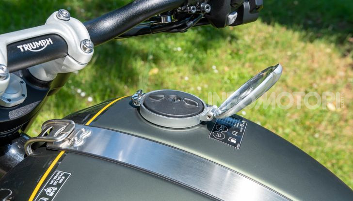 Prova Triumph Scrambler 1200 XC: modern classic dallo stile inconfondibile - Foto 28 di 48