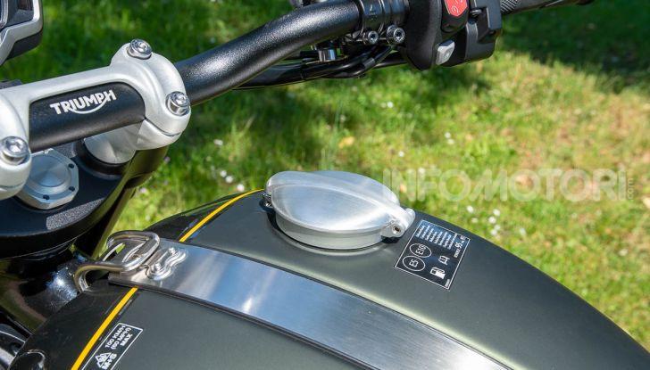 Prova Triumph Scrambler 1200 XC: modern classic dallo stile inconfondibile - Foto 29 di 48