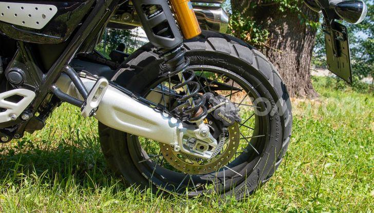 Prova Triumph Scrambler 1200 XC: modern classic dallo stile inconfondibile - Foto 33 di 48