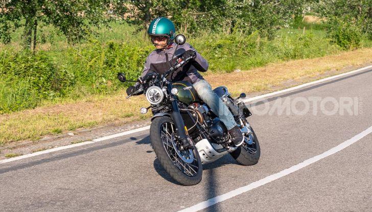 Prova Triumph Scrambler 1200 XC: modern classic dallo stile inconfondibile - Foto 40 di 48