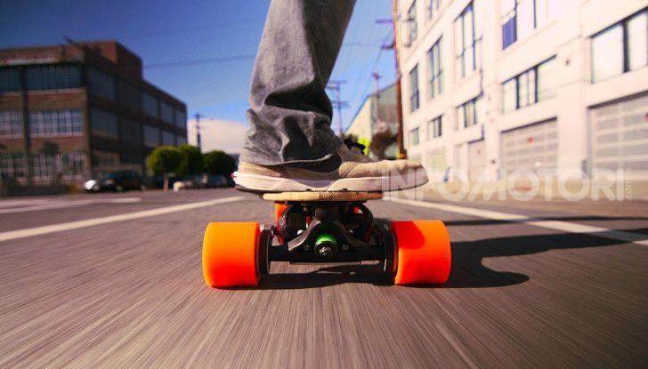 Decreto Micromobilità: semaforo verde a monopattini e hoverboard nelle città italiane - Foto 1 di 10