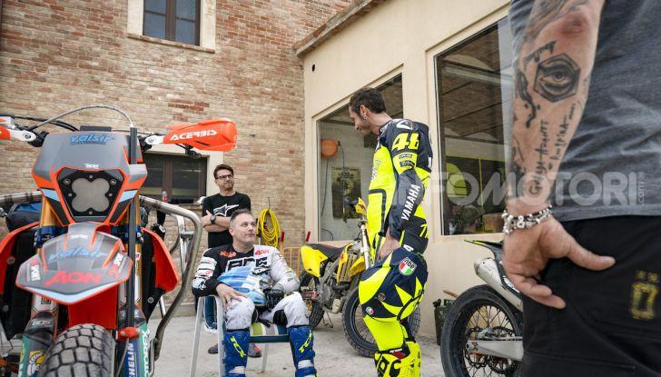 Nicola Dutto sfida Valentino Rossi nel Ranch di Tavullia - Foto 1 di 7
