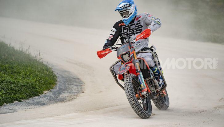 Nicola Dutto sfida Valentino Rossi nel Ranch di Tavullia - Foto 3 di 7