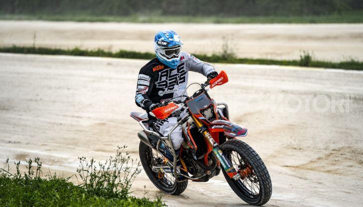 Nicola Dutto sfida Valentino Rossi nel Ranch di Tavullia - Foto 4 di 7