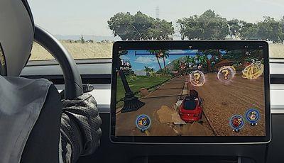 Tesla Model 3 diventa una consolle per videogame
