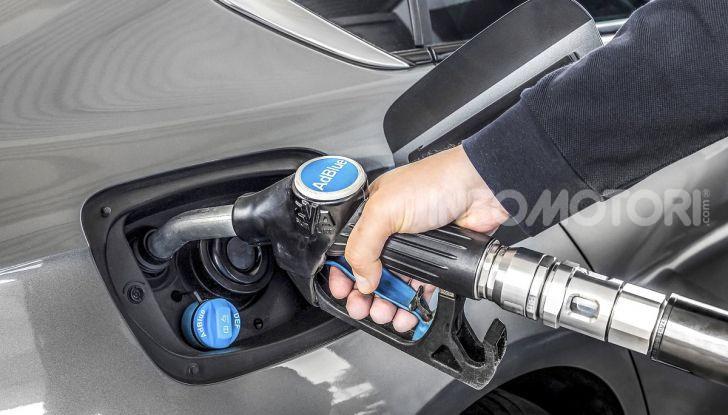 AdBlue: Cos'è, quanto costa e a cosa serve l'additivo auto per abbassare i consumi - Foto 4 di 10