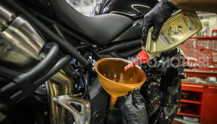 Olio motore: cos'è, a cosa serve, come controllarlo e quando sostituirlo - Foto 4 di 9
