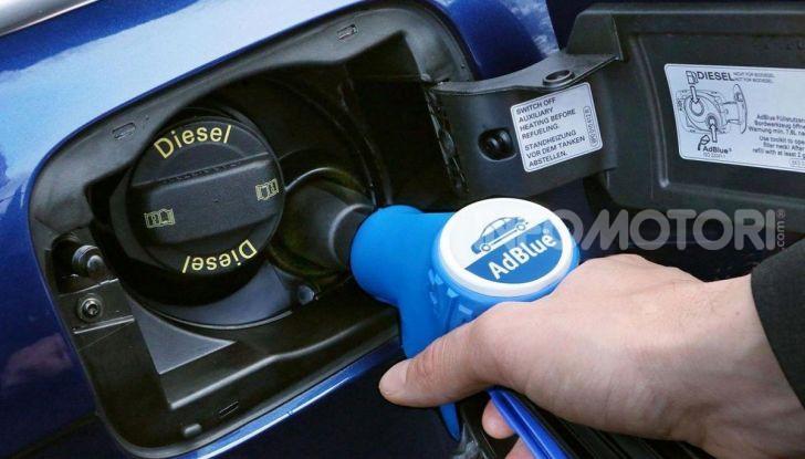 AdBlue: Cos'è, quanto costa e a cosa serve l'additivo auto per abbassare i consumi - Foto 1 di 10