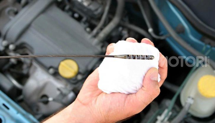 Olio motore: cos'è, a cosa serve, come controllarlo e quando sostituirlo - Foto 7 di 9